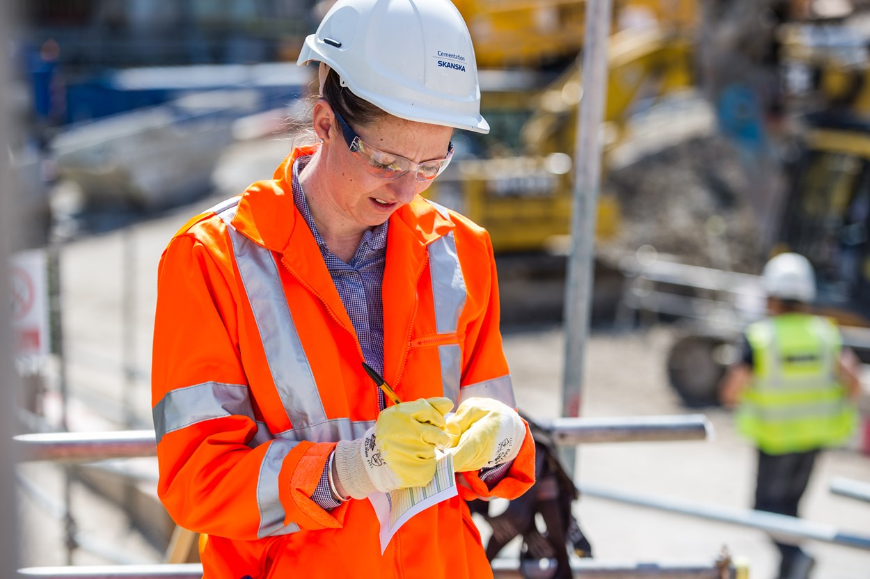 cementation-skanska-woman-on-site
