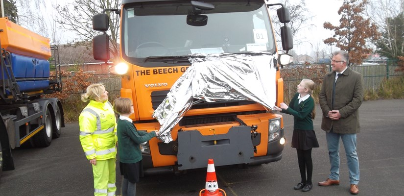 The winners unveil the names of the gritters
