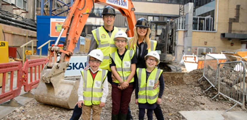 Vernon Kay and Tess Daly at Skanska's Great Ormond Street Hospital site with patients Callum, Eddie and Grace (front L-R)