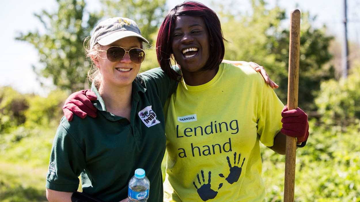 Skanska-volunteer-smiling