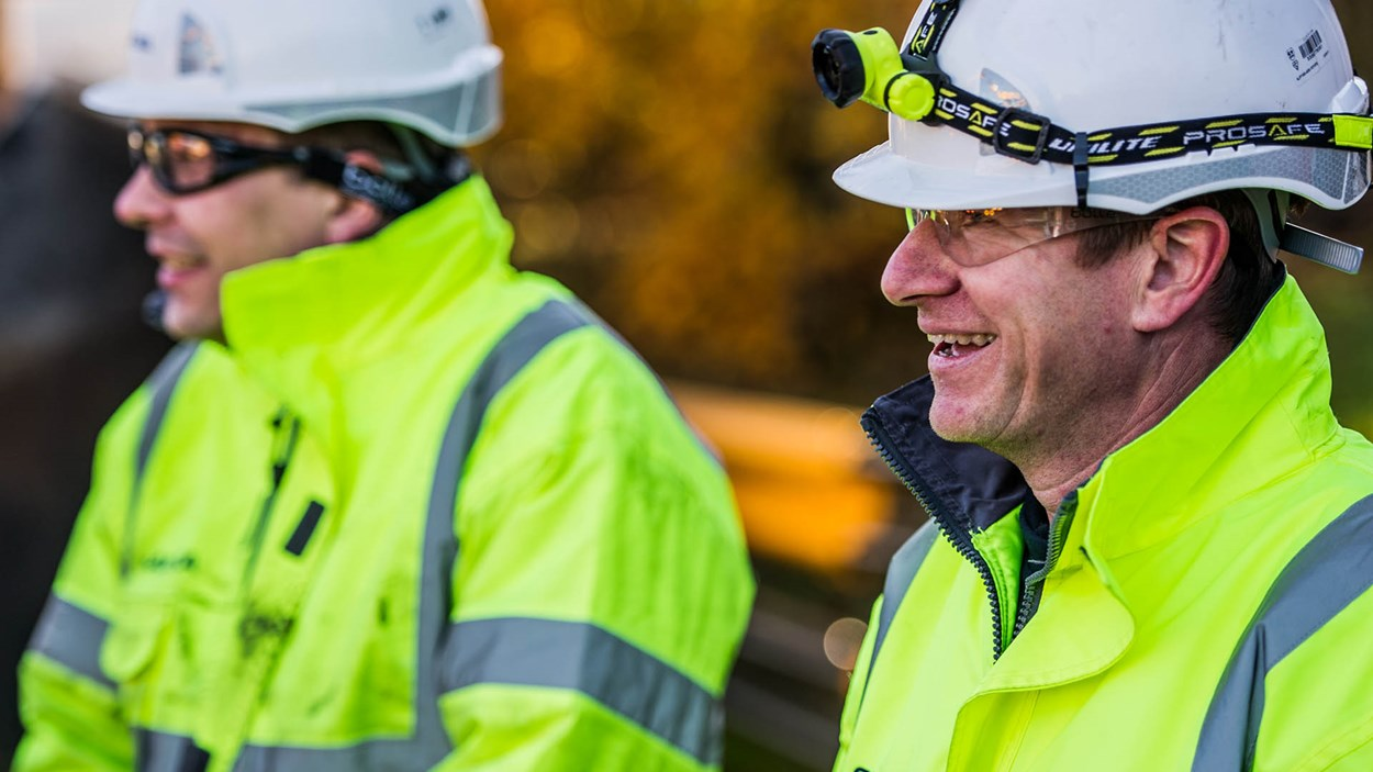 Skanska_men_smiling_on_site